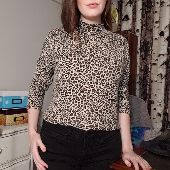 Leopard print lightweight crop sweater